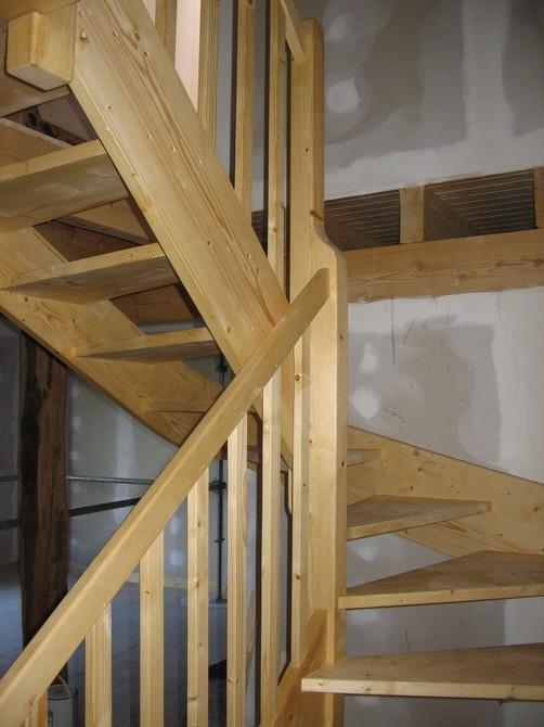 Escalier demi-tour sapinavec poteau central