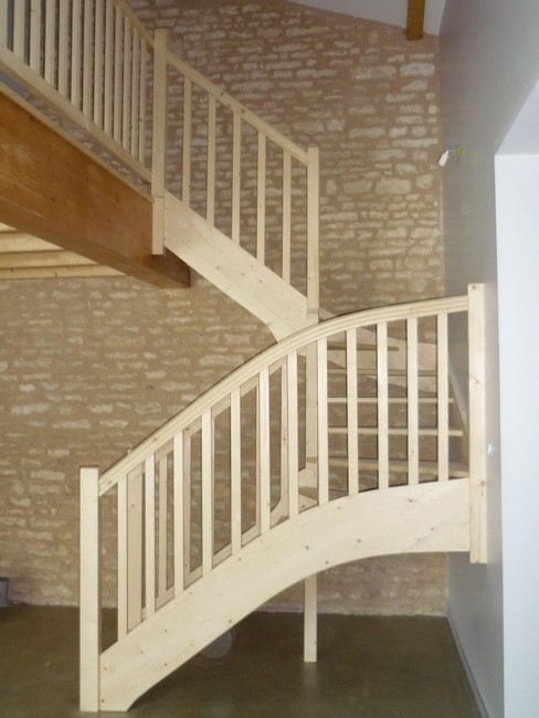 Escalier demi-tour en sapin