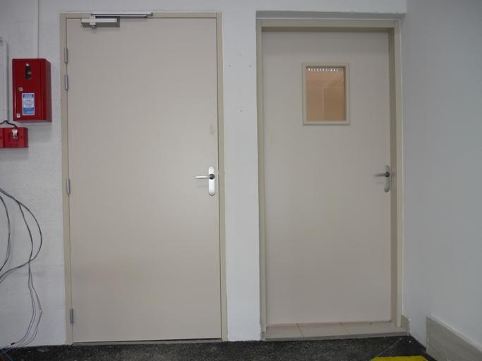 Portes avec ferme porte