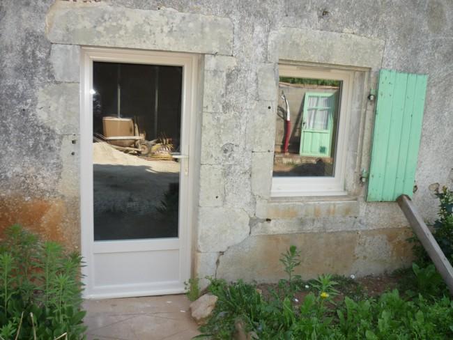 Porte et fenêtre beige