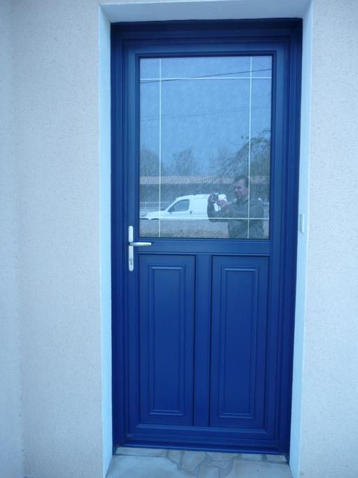 Porte d'entrée mixte avec panneaux vue extérieur