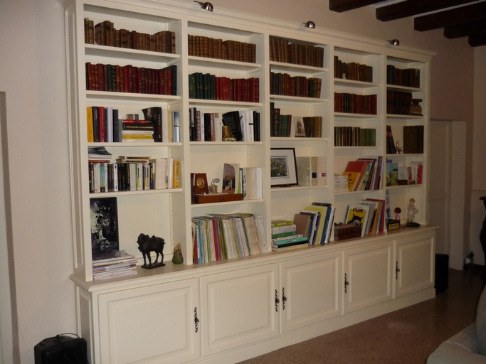 Bibliothèque avec partie basse
