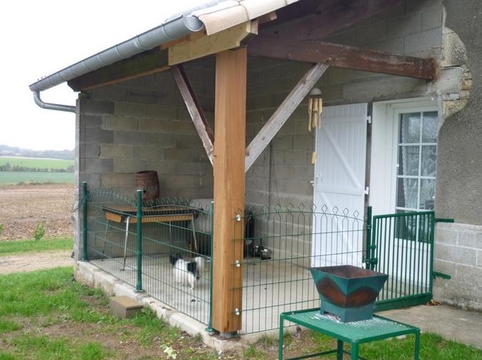 Préau clôturé pour chien