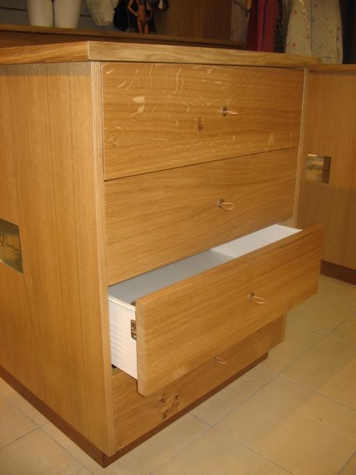 Meuble avec tiroirs