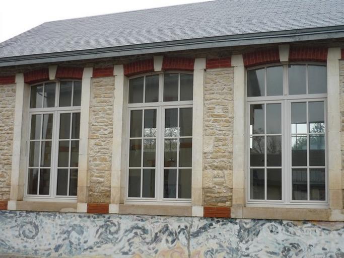 Fenêtre avec imposte cintrée