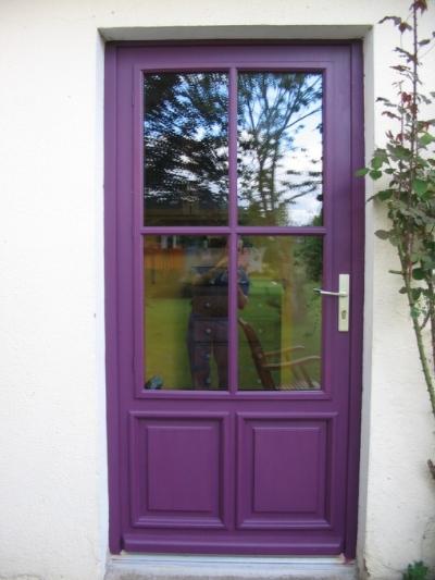 Porte fenêtre avec plate bande et panneau mobile
