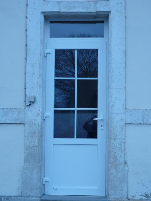 Porte d'entrée PVC école