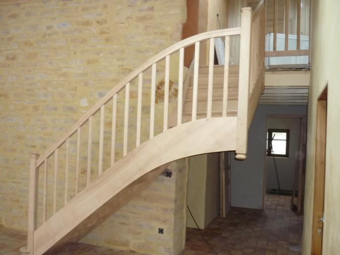 Escalier quart tournant en frêne