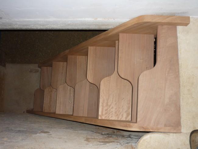 Escalier droit à pas décalés en sipo