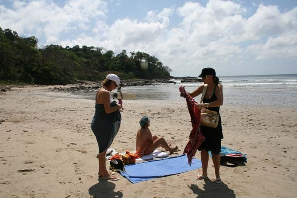 Por fin!!!! la ansiada playa, aunque las olas han sido pequeñitas Lorenzo no ha faltado a la cita