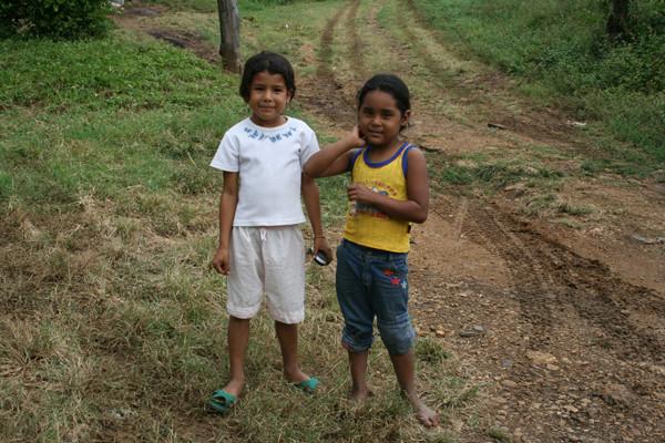 Dos niñas que querían posar.