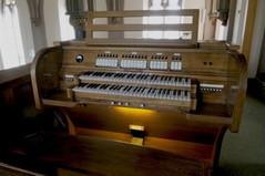 Spieltisch der Orgel in Obergartzem