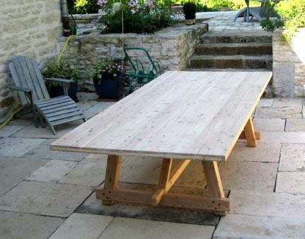 Mobiler ébénisterie Marquis - Table extérieure en mélèze