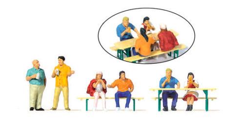 Gemütliches Beisammensein Neu 6 Figuren mit Zubehör Preiser 10703 H0