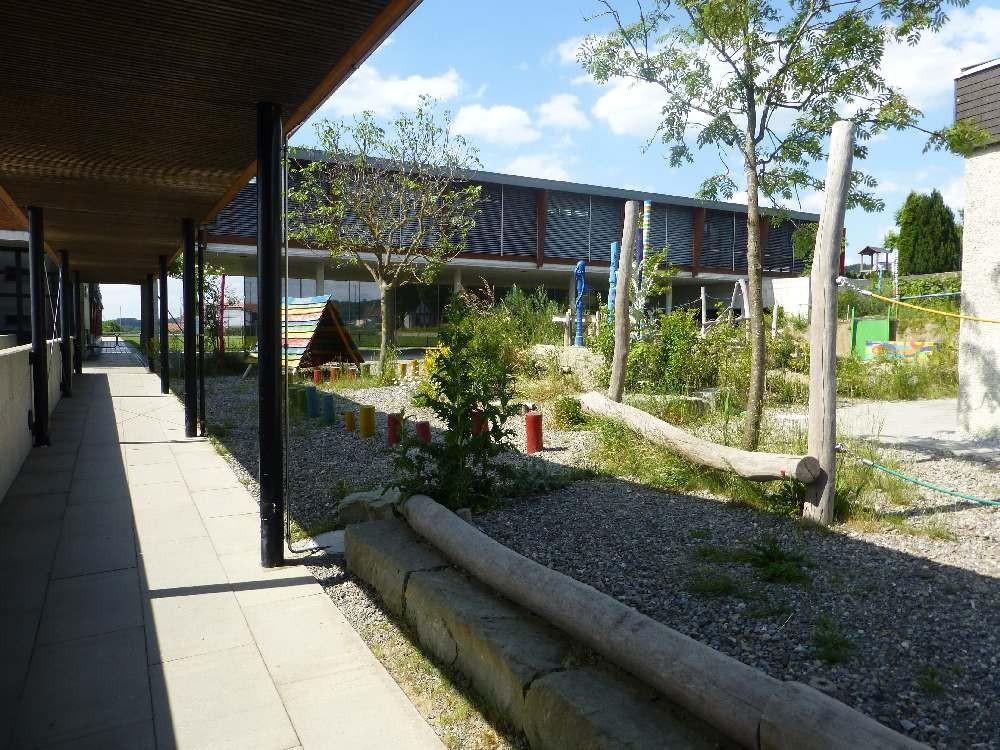 Gedeckter Zugang zum Neuen Schulhaus
