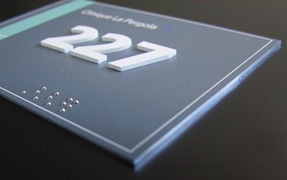 Plaque braille et relief