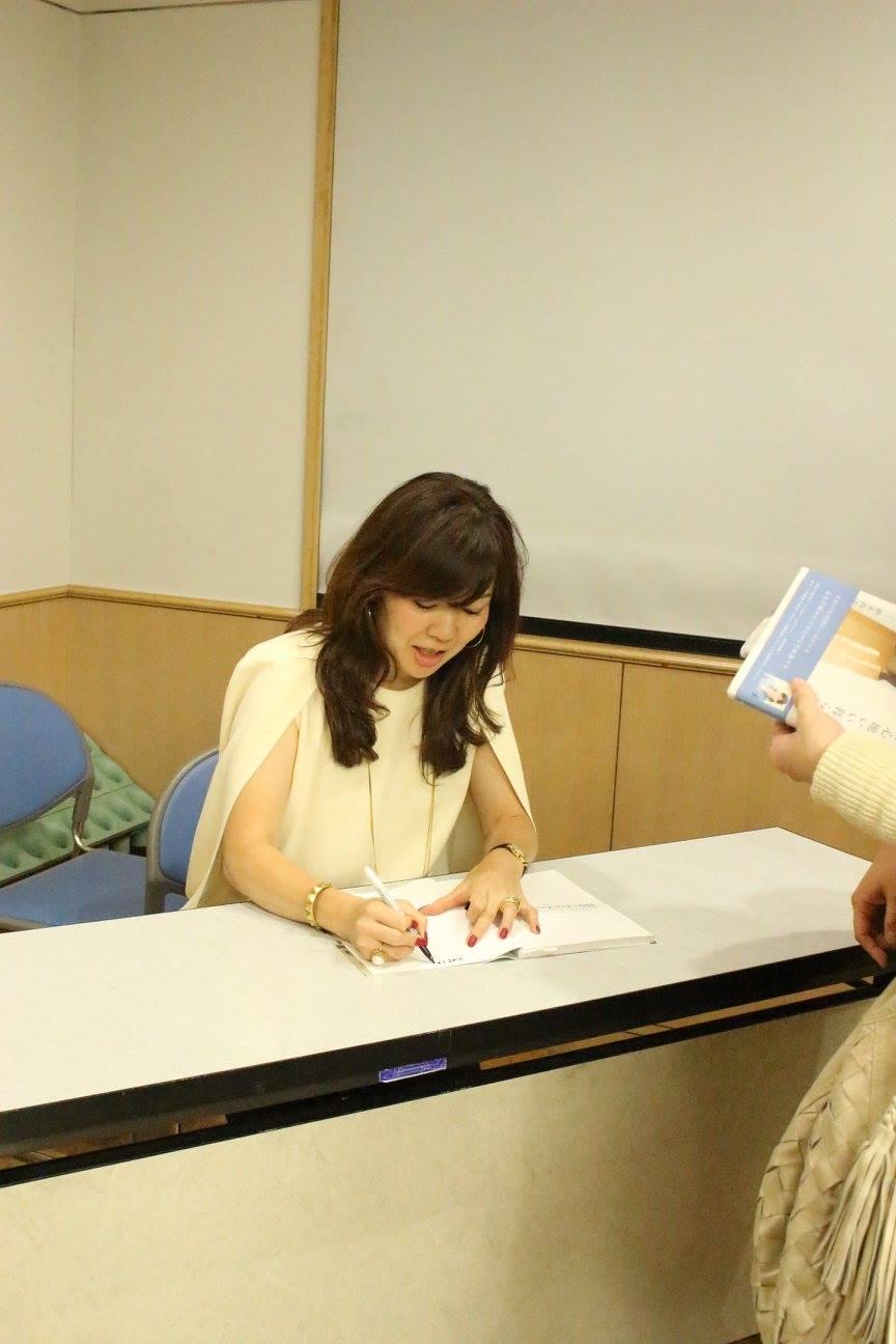 終了後は鈴木尚子さんのサイン会もありました