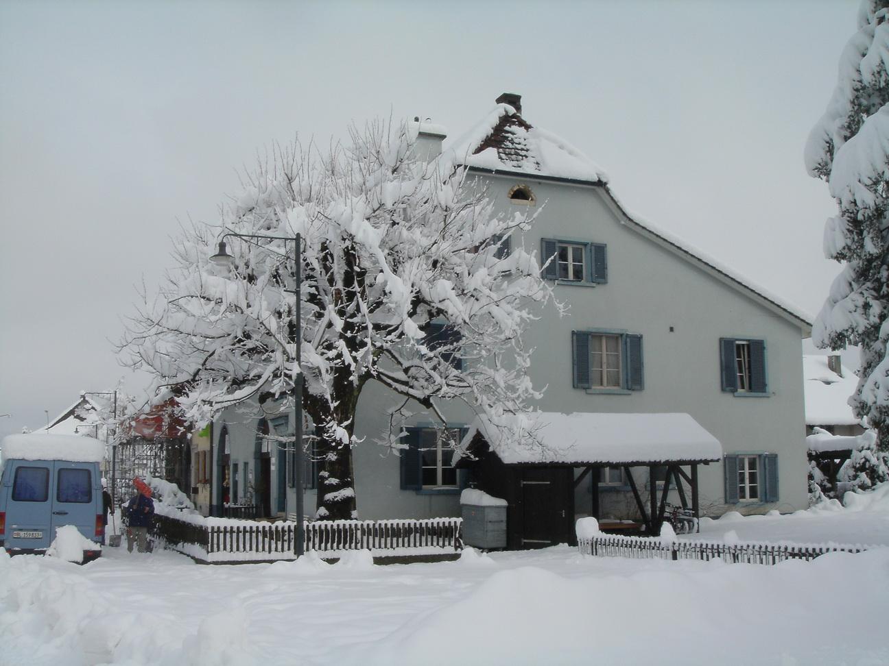 Bauernhaus in tiefem Schnee 2006