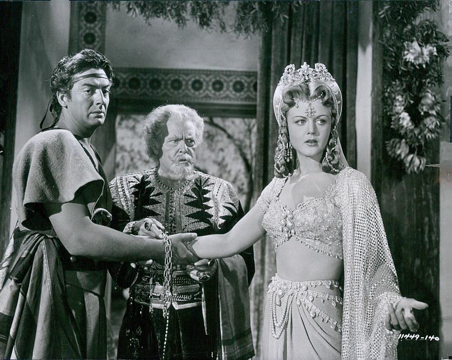 VICTOR MATURE, WILLIAM FARNUM, ANGELA LANSBURY qui joue le rôle de la soeur de DELILAH.