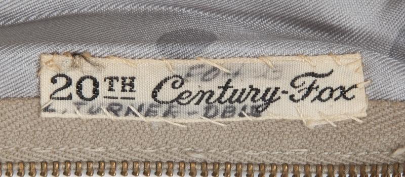 L'étiquette intérieur montre les mêmes références: F04 20th Century Fox L. TURNER