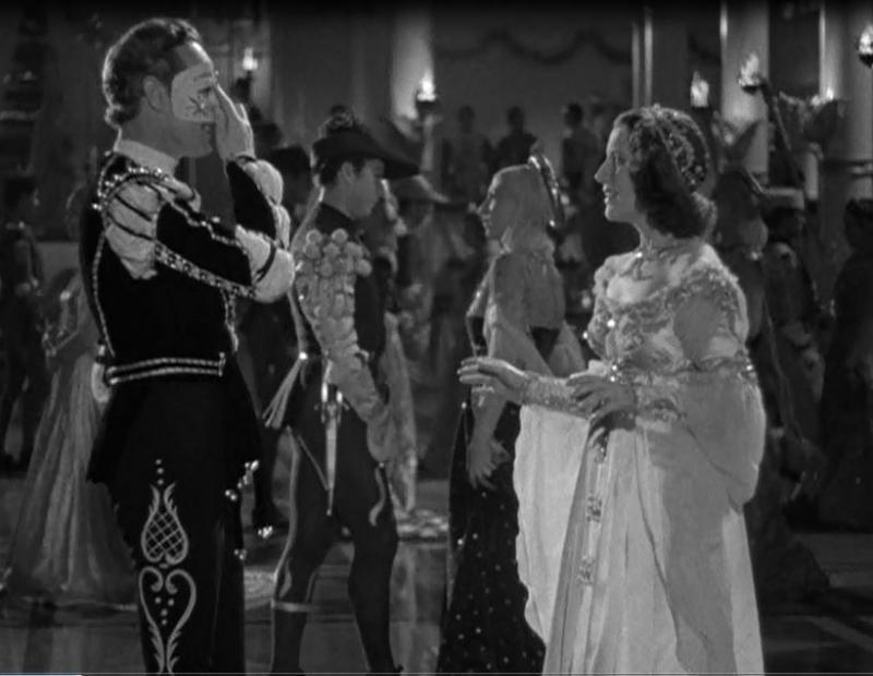 """La scène du bal. On reconnait la broderie """"lyre et coeur"""" sur le collant de Roméo."""