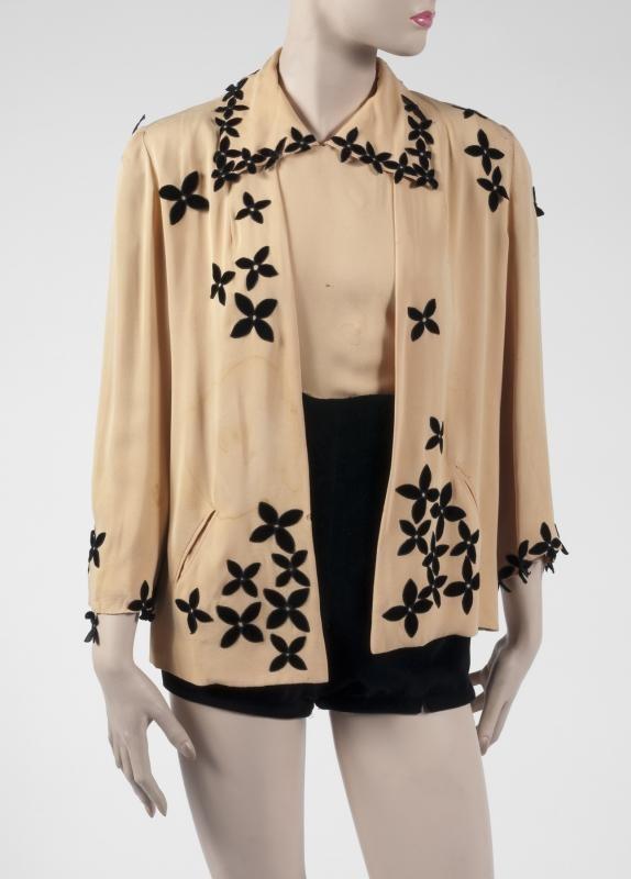 Costume composé d'un chemisier, d'une veste et d'un short porté par GINGER ROGERS.