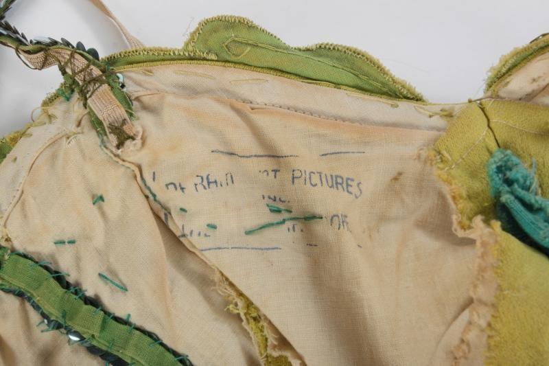 Le costume porte également le tampon de la PARAMOUNT.