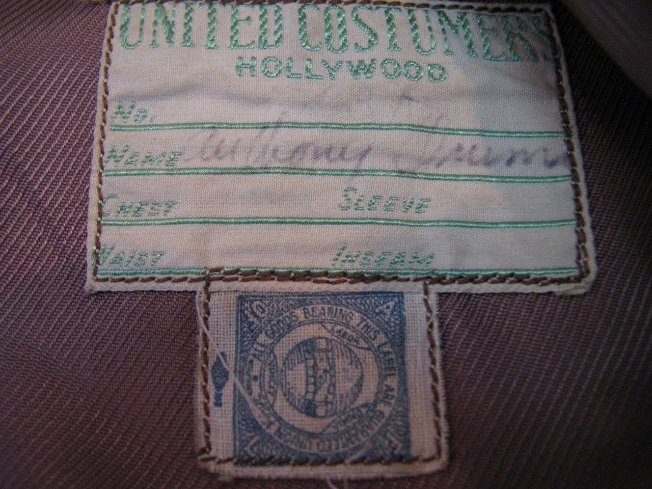 Etiquette de la maison UNITED CUSTUMERS portant le nom de ANTHONY QUINN.