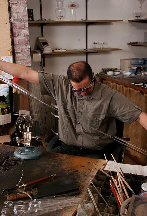 Arrastre una punta de trabajo de un tubo de vidrio