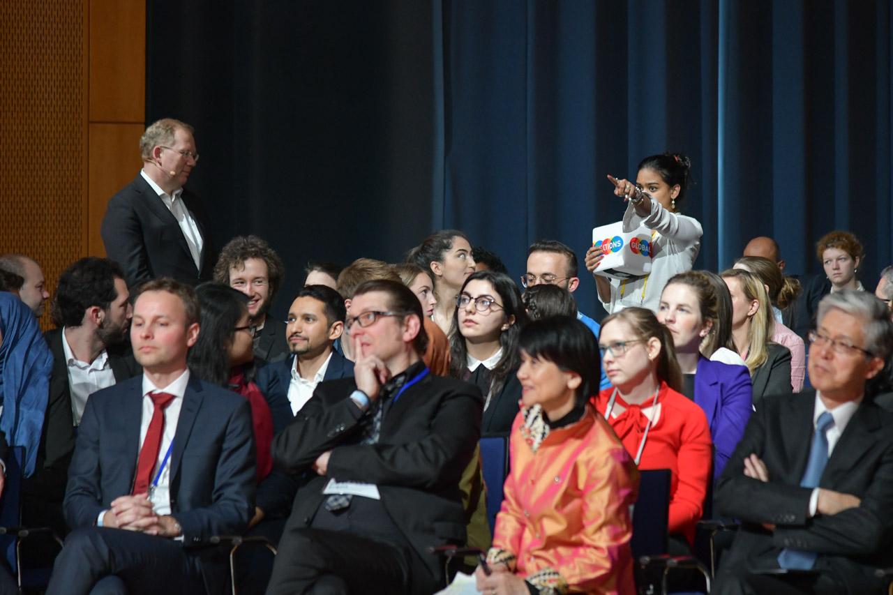 YGC Kavindya Thennakoon (Sri Lanka) asking a question during Summit session