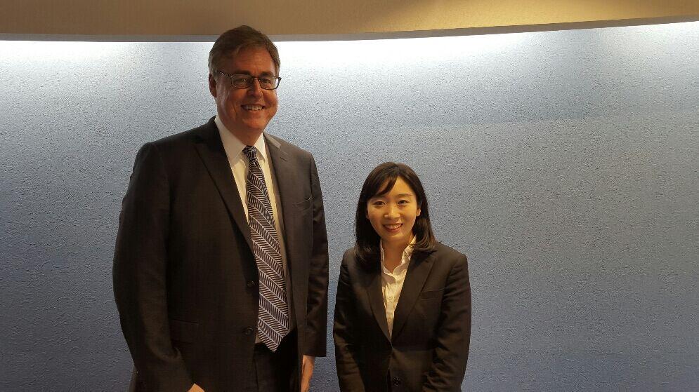 ダグとアイセック東京の代表の方とのツーショット。 (Doug and a representative of AIASEC Tokyo)
