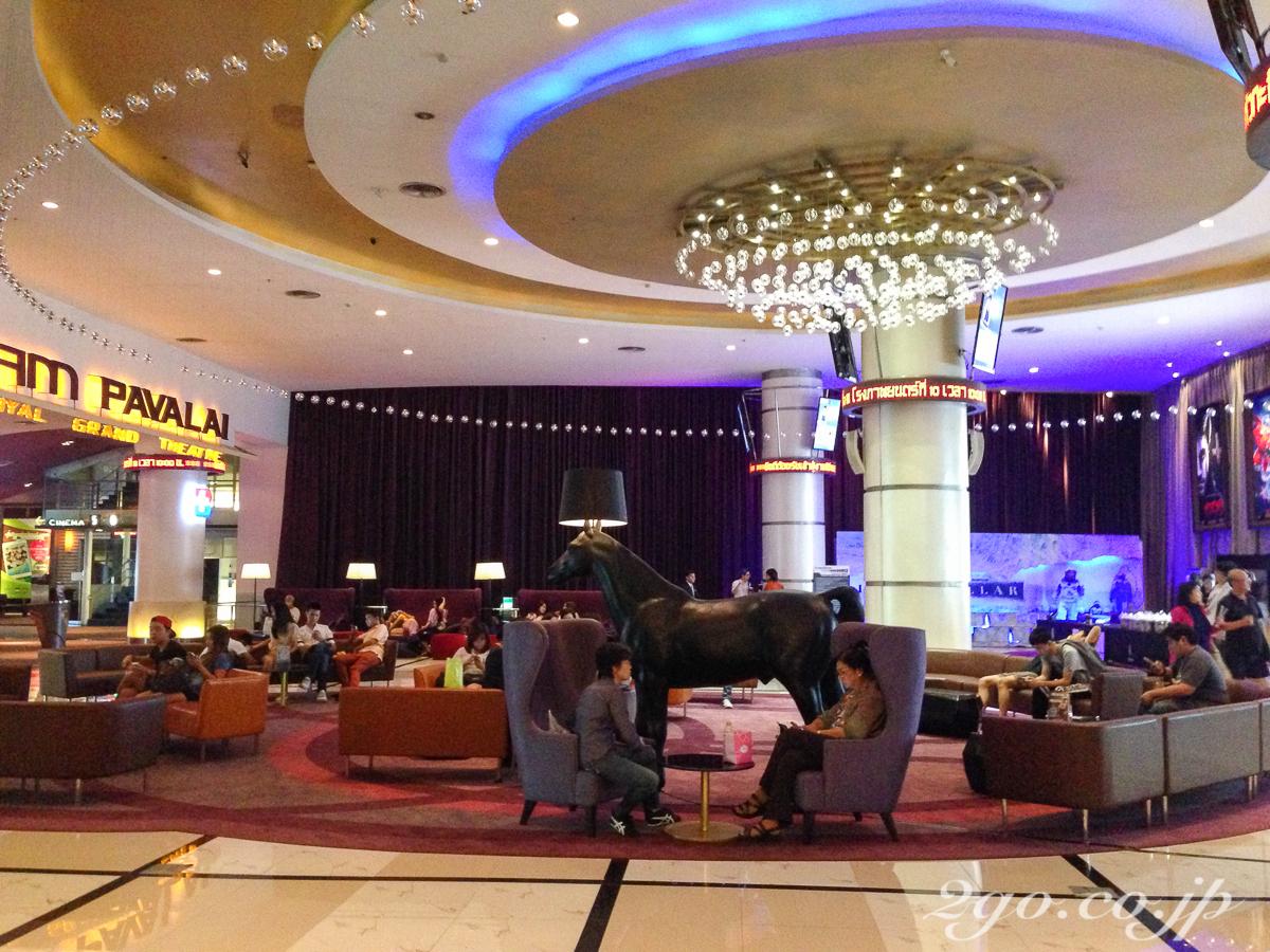 タイ王国で最高級のシネマ・コンプレックスの一つ、バンコクのパラゴン・ショッピング・モールにあるメージャー・シネマズ。