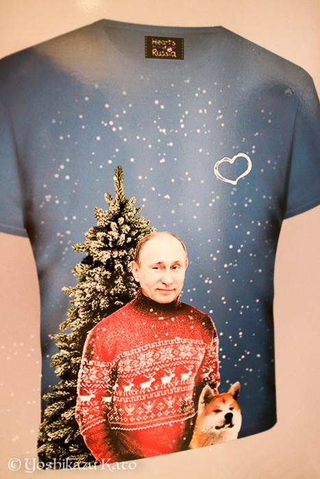 日本の某S社のCMに近いトーンのTシャツ。ちょっと欲しい。