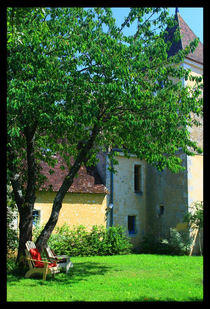 Sieste sous le cerisier - Gite du Boistier - Préaux du Perche