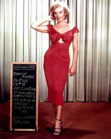 10種は骨盤が広がりやすい為、体格が大きめの方が多い。女性はグラマーでくびれがくっきりしている。マリリン・モンローは開型3種。