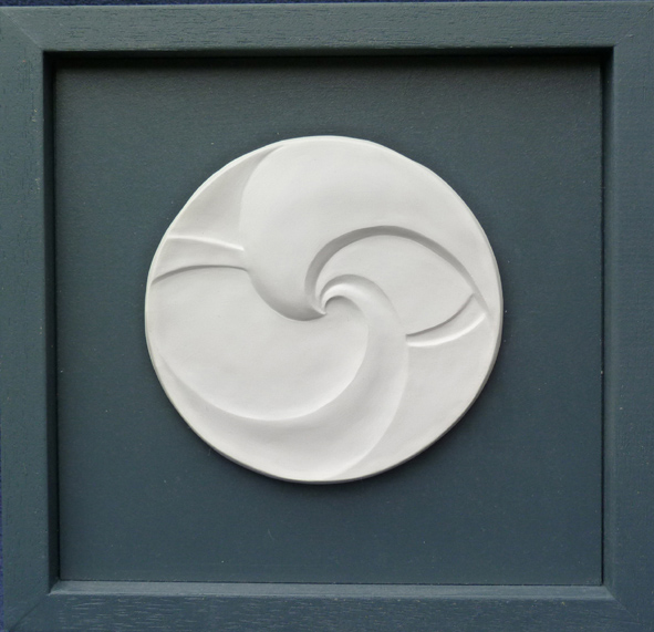 Grafisches Relief-Bild in Porzellan