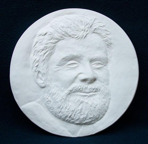 Portrait als Relief in Porzellan