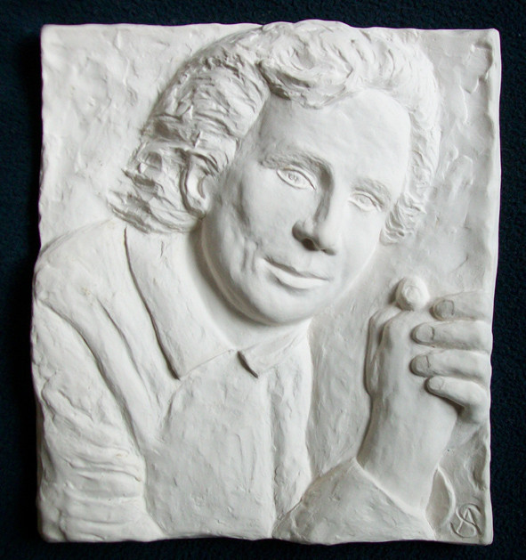 Portrait als Relief in Porzellan