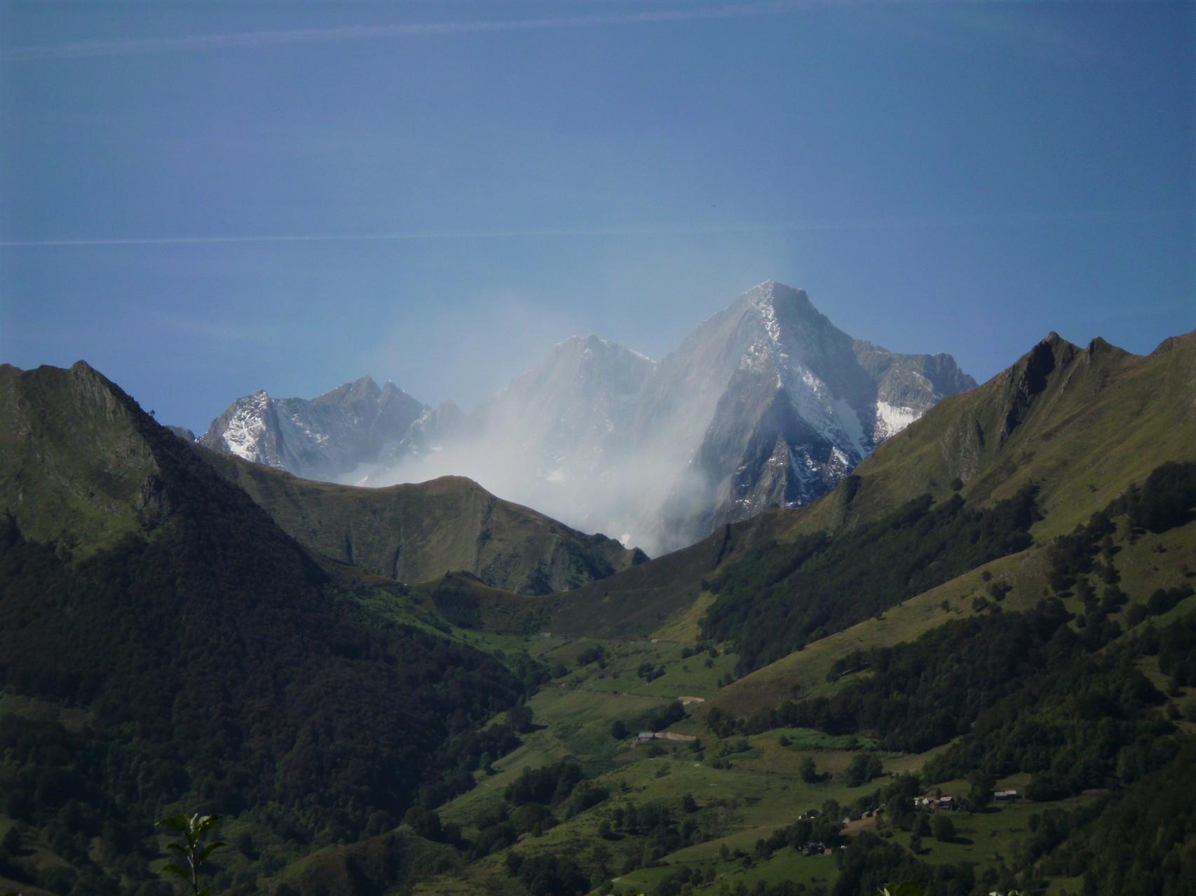 Le Mont Valier ennuagé vu de Rouze