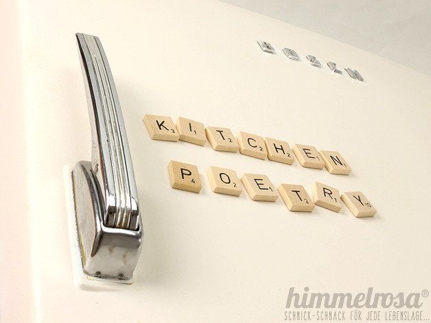 buchstaben magnet scrabble typo aus vintage holzsteinen. Black Bedroom Furniture Sets. Home Design Ideas
