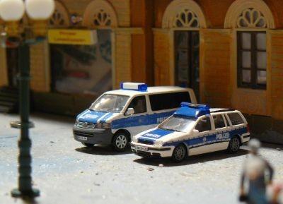 Ein VW Golf Variant und ein T5 der Bundespolizeiinspektion Dohnsberg
