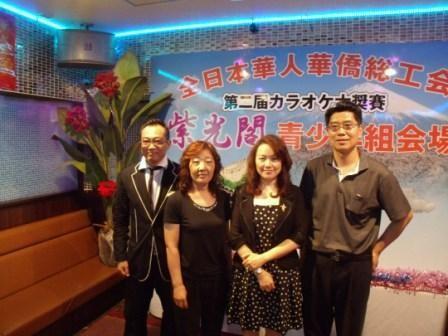 与舞蹈艺术家黄实(左一),歌唱家段品章(右二)合影