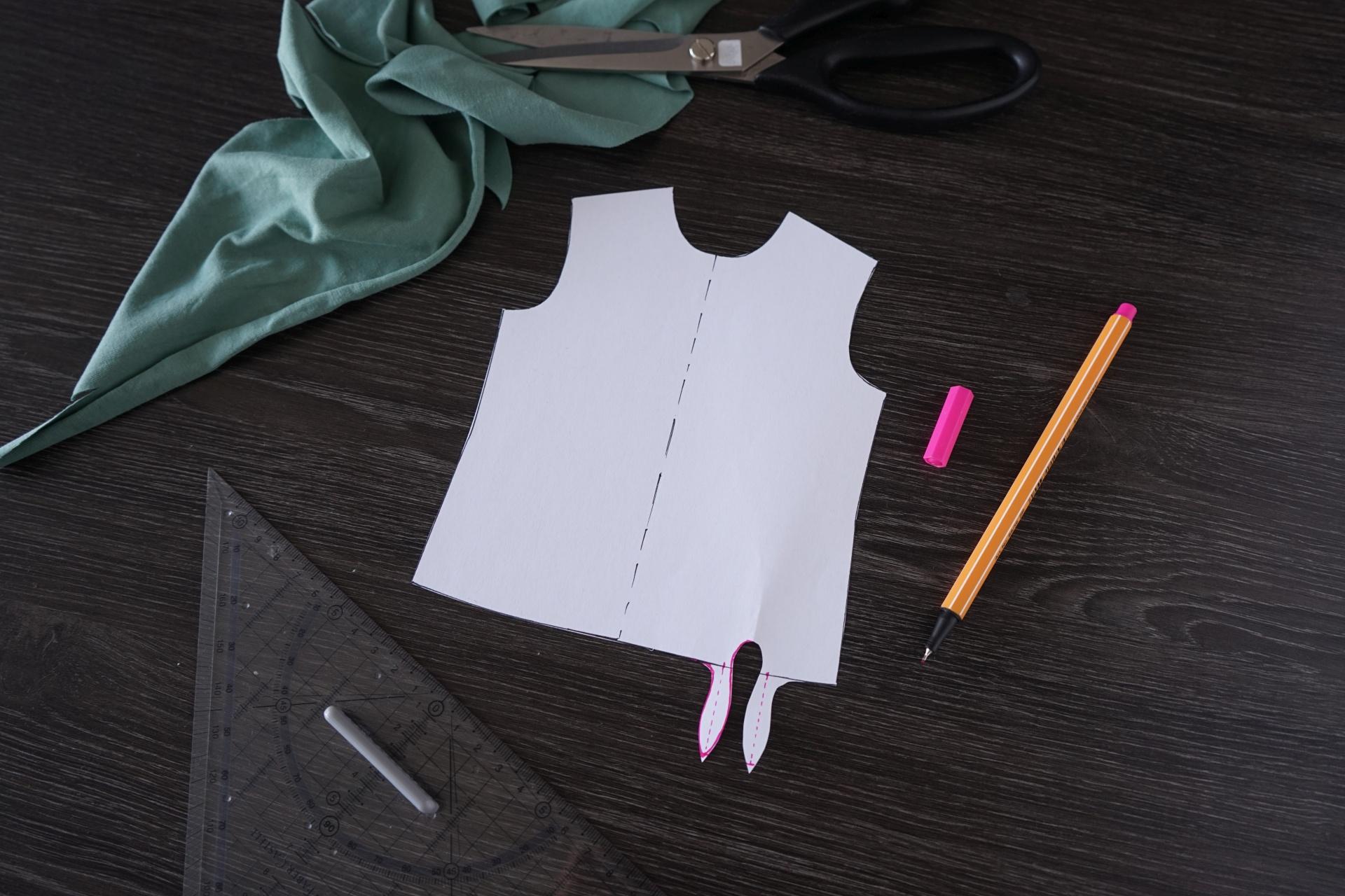 Schnittmuster für ein Knotenshirt erstellen