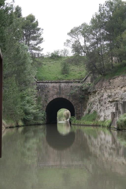 Au pied de l'oppidum- Canal du midi-entrée du tunel de Malpas