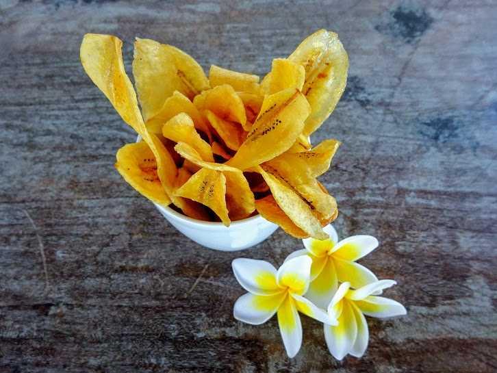 Keripik pisang dari Tjap Lombok. Rasa manis dan original.