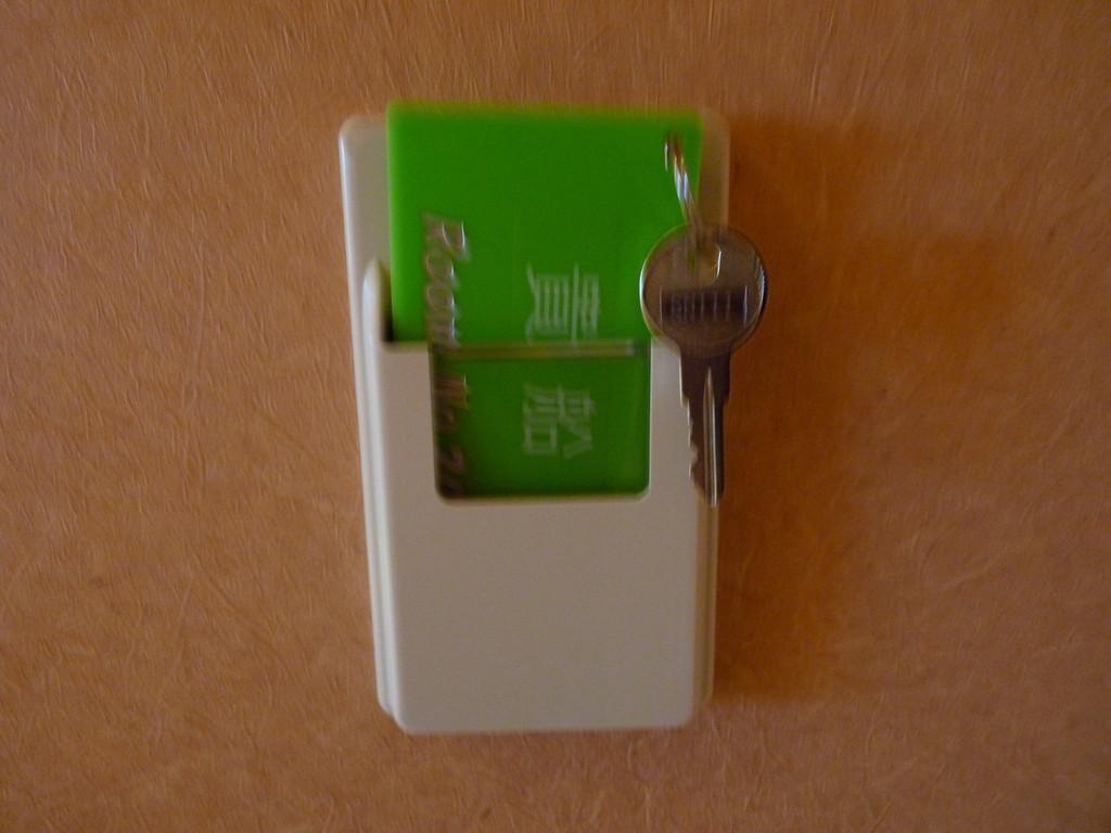部屋鍵のホルダーをホルダーBOXに入れると通電します。