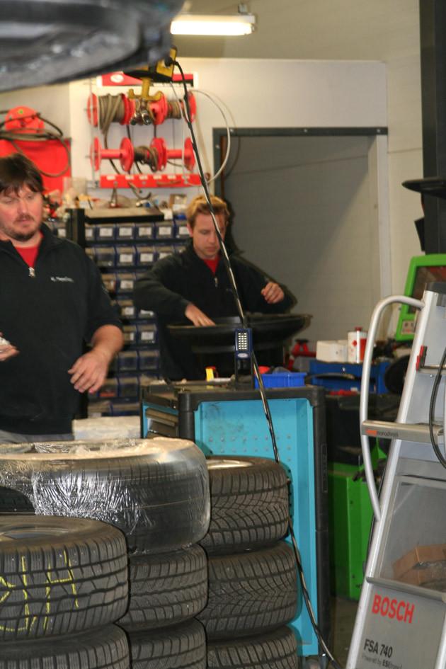 Reifenservice: Reifen aufziehen, Reifen wuchten - in der Kfz-Werkstatt in Rutesheim bei Leonberg