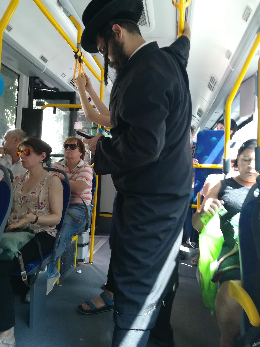 Im Bus- zwischen Tradition und Moderne