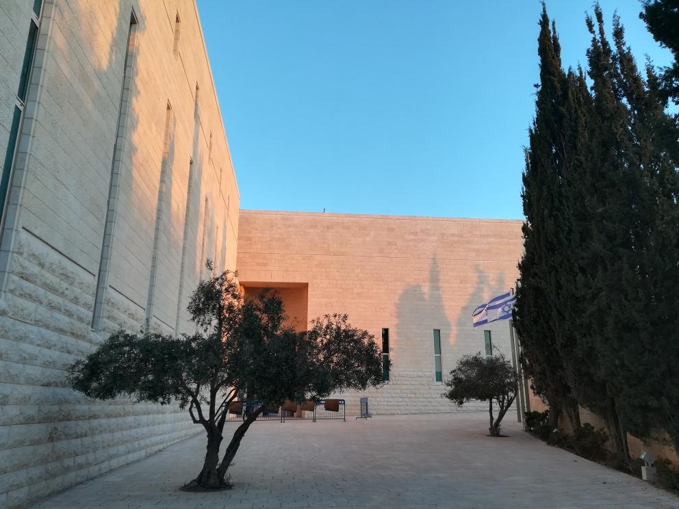 Die Knesset- Sitz der regierung. Architektonisch mag es vielleicht an den Tempel erinnern?