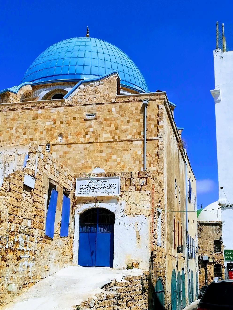 Eine der zahlreichen Moscheen in Akko